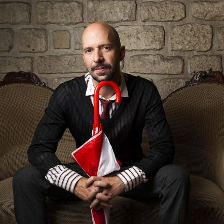 neil strauss on couch for french press